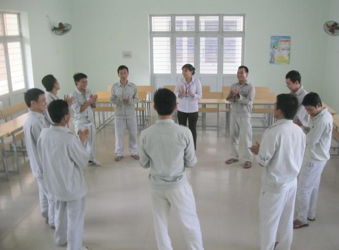 Nhung loi sam hoi cua nguoi nghien ma tuy hinh anh 1 Chuyên viên tư vấn cho các con nghiện tại Trung tâm 05-06 Đà Nẵng.