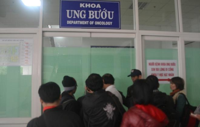 Phac do dieu tri cho ong Ba Thanh: Dong - Tay y ket hop hinh anh 1 Khoa Ung bứu, nơi ông Thanh điều trị vẫn đang bảo vệ nghiêm ngặt.