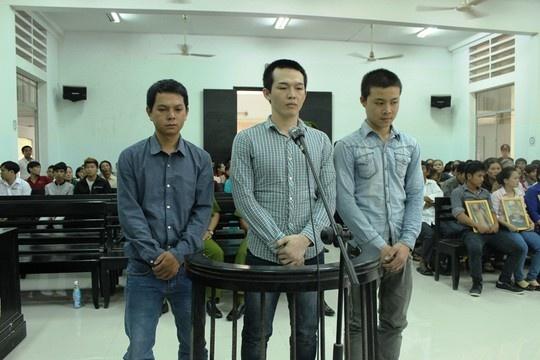 Vu cong an danh chet hoc sinh: Truy to 2 nguoi than nan nhan hinh anh