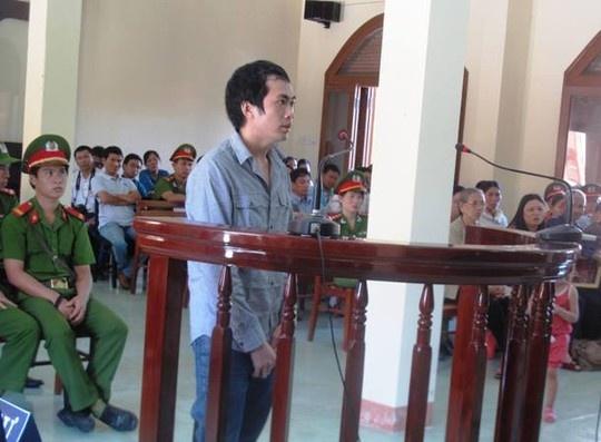 Vu cong an dung nhuc hinh: Cha bi cao Thanh keu oan hinh anh 1 Bị cáo Nguyễn Thân Thảo Thành bị tuyên phạt với mức án cao nhất (8 năm) trong số 6 bị cáo của vụ án này.