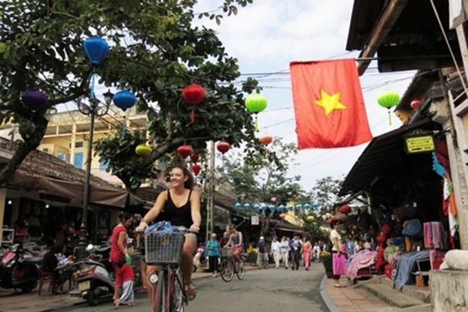 Hoi An mien ve tham quan pho co ngay 9/7 hinh anh