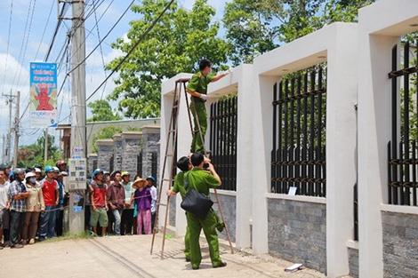 Nhung tiet lo chua cong bo trong vu tham an o Binh Phuoc hinh anh 2 Lực lượng phá án tìm dấu vết.