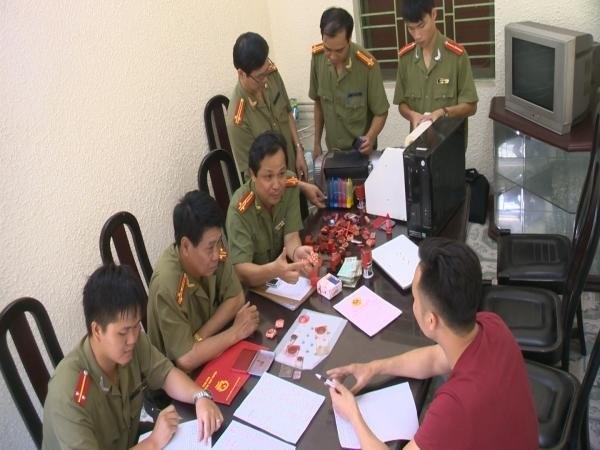 Pha 'xuong in' bang dai hoc, giay to gia lon tai Hai Phong hinh anh