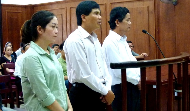 Bo me 3 tre tu vong xin giam an cho y si tiem nham vacxin hinh anh 1 Các bị cáo tại phiên tòa phúc thẩm. Ảnh: Đoàn Nguyên.