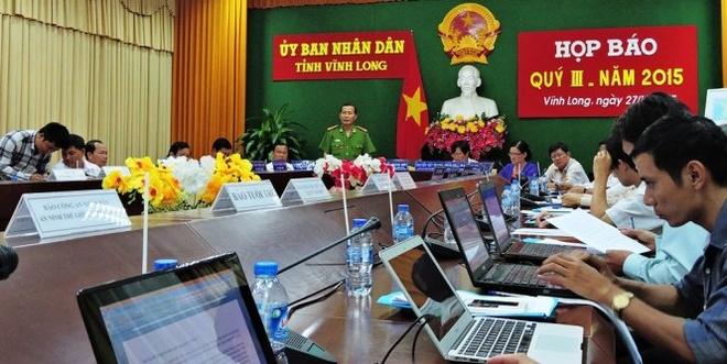 Nghi can trom tai san chet tai cong an xa do treo co hinh anh 1 Đại tá Phạm Văn Ngân cung cấp thông tin tại cuộc họp báo.