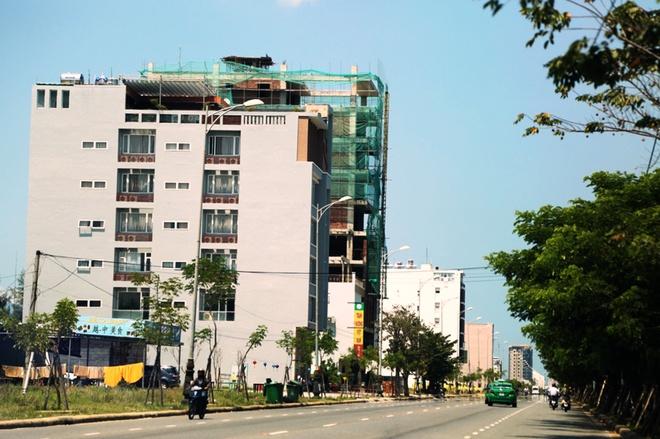 Moi tuan co 57 chuyen bay tu Trung Quoc den Da Nang hinh anh 3 Sau khi mua đất, người Trung Quốc đã xây khách sạn, tòa nhà cao tầng.