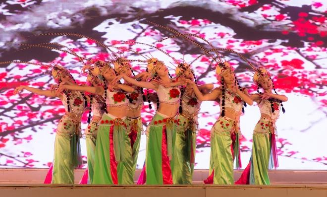Sac mau ruc ro trong le tong duyet Festival Hue 2016 hinh anh 11