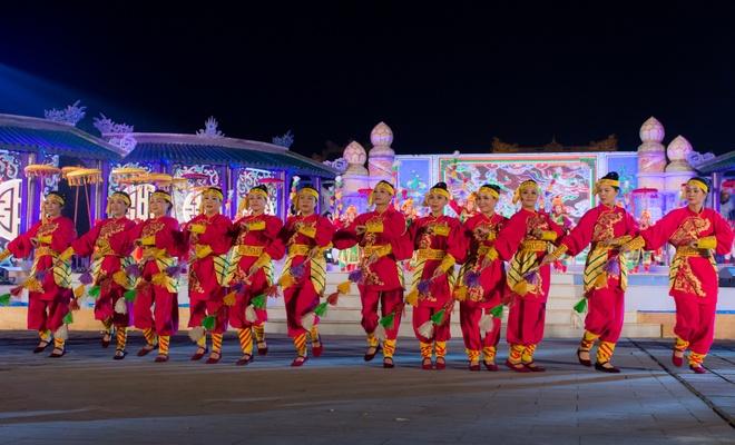 Sac mau ruc ro trong le tong duyet Festival Hue 2016 hinh anh 2
