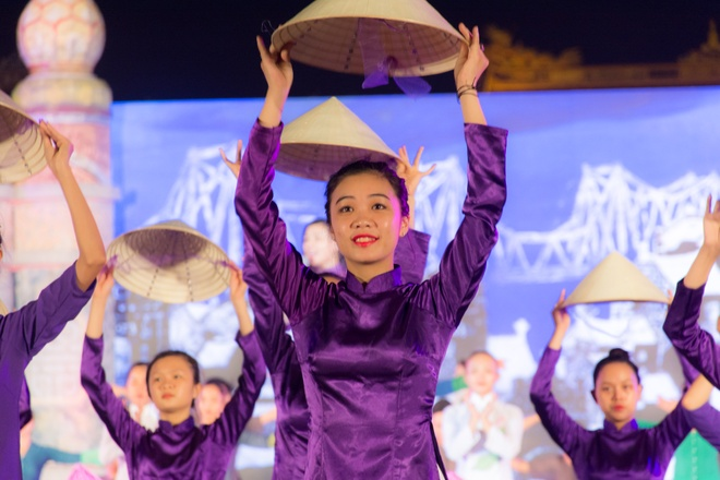 Sac mau ruc ro trong le tong duyet Festival Hue 2016 hinh anh 4