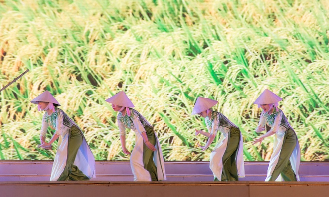 Sac mau ruc ro trong le tong duyet Festival Hue 2016 hinh anh 8