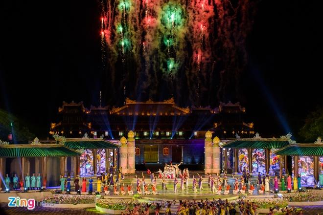 Khan gia doi mua xem khai mac Festival Hue 2016 hinh anh 1
