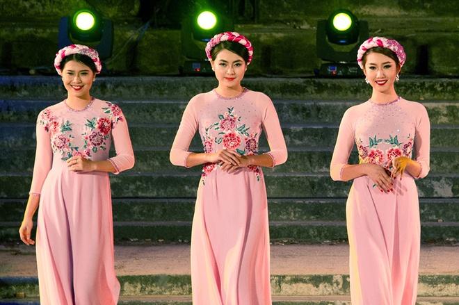 Gan 200 nguoi dep duyen dang ao dai Festival Hue hinh anh
