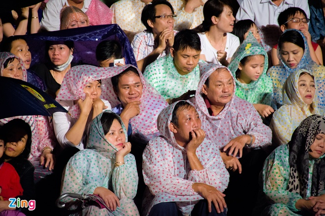Khan gia doi mua xem khai mac Festival Hue 2016 hinh anh 3