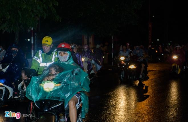 Khan gia doi mua xem khai mac Festival Hue 2016 hinh anh 4