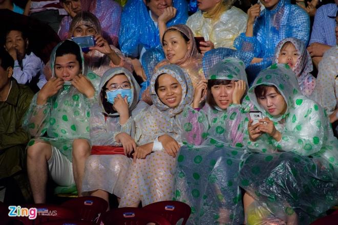 Khan gia doi mua xem khai mac Festival Hue 2016 hinh anh 7
