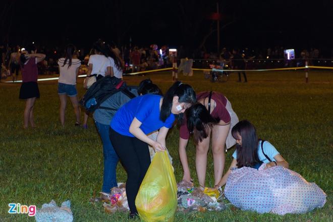 Khan gia doi mua xem khai mac Festival Hue 2016 hinh anh 9