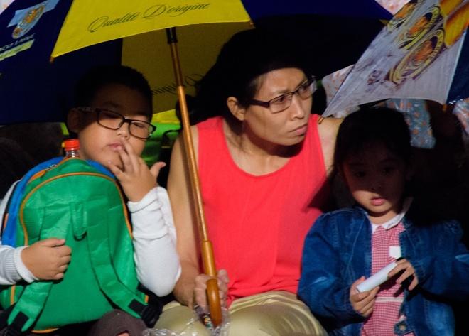 Khan gia doi mua xem khai mac Festival Hue 2016 hinh anh