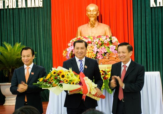 Bi thu Da Nang: Cac vi khong the chi ngoi doc bao cao hinh anh 2