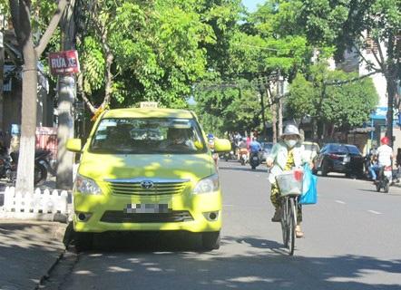 Tai xe taxi o Da Nang tu vong trong xe dang no may hinh anh