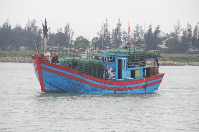 Ngu dan Quang Nam tu vong tren bien do tai bien hinh anh
