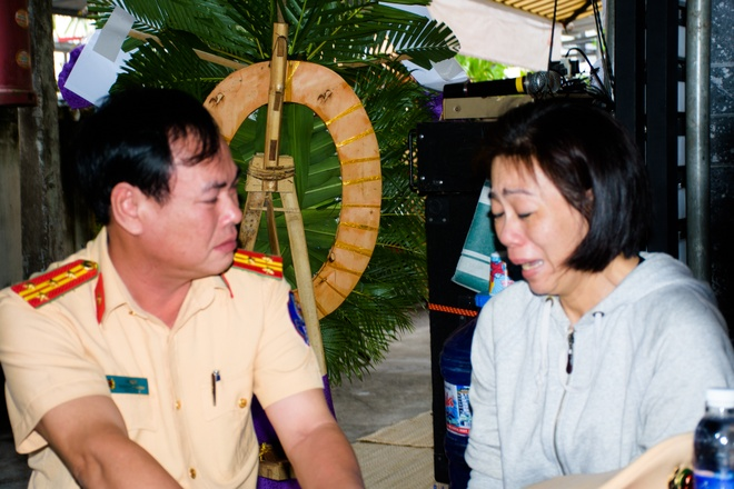 Tien biet cau be ung thu mo lam CSGT trong nuoc mat hinh anh 2