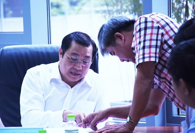 Chu tich Da Nang cong khai xin loi dan hinh anh 1