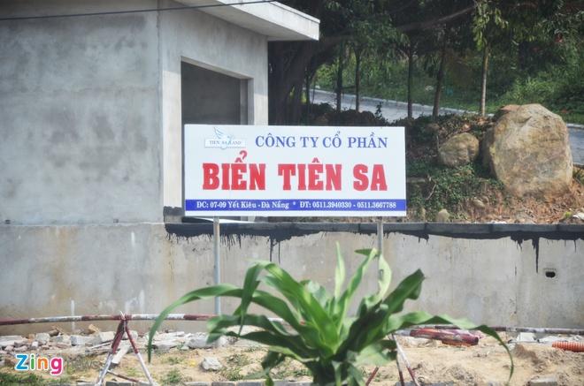 Chu tich Da Nang Huynh Duc Tho kiem tra cong trinh trai phep xay khach san tren nui Son Tra anh 1