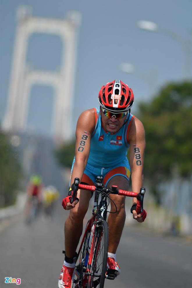 Hon 1.200 van dong vien tham gia cuoc thi Ironman 70.3 Viet Nam 2017 hinh anh 2