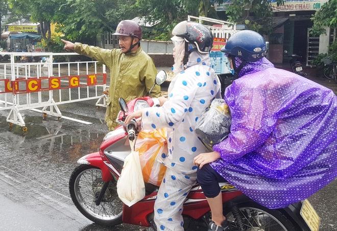 Quoc lo 1A doan Quang Nam - Da Nang ach tac giao thong do mua lu hinh anh