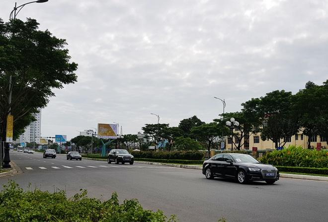 Dan xe ho tong ong Tap Can Binh ra san bay di Ha Noi hinh anh