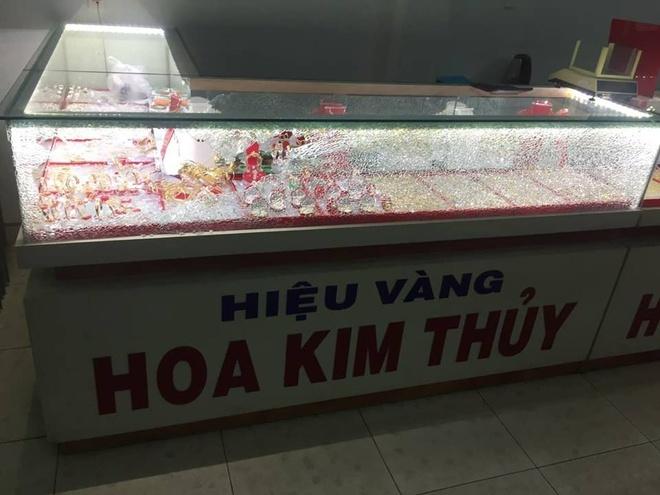 Thanh nien bit mat cuop tiem vang o Quang nam hinh anh