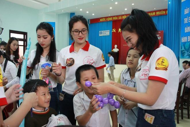 45 thi sinh Hoa khoi Sinh vien Viet Nam nhat rac o bien Da Nang hinh anh 3