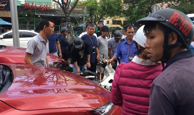 Oto Hyundai tong 4 xe may dung cho den do hinh anh