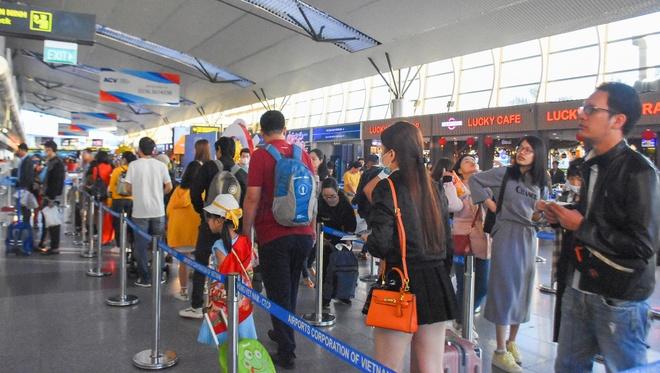 Cách ly một người Trung Quốc sốt cao tại sân bay Đà Nẵng