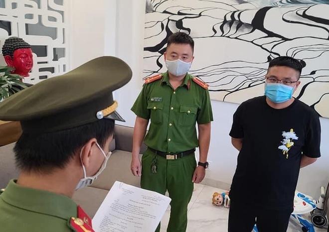 Nu giam doc to chuc cho nguoi Trung Quoc nhap canh trai phep anh 2