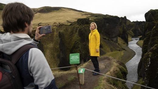 'So' fan Justin Bieber, khu du lich Iceland phai tam dong cua hinh anh 2