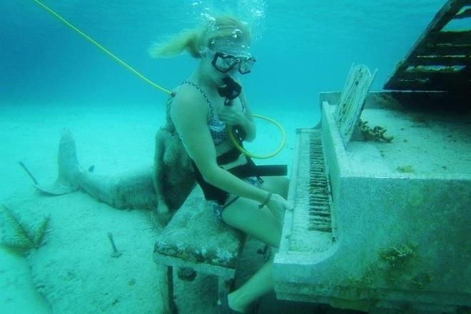 Danh dan piano duoi bien cung 'nang tien ca' nhu trong mo hinh anh