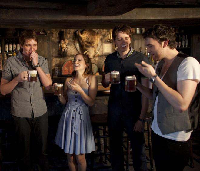 Tham dự festival, uống 'vỡ bụng' bia bơ Harry Potter trứ danh