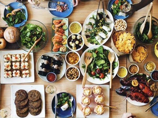 Nhà hàng 17 năm cho khách ăn buffet thoải mái, chỉ cần trả dưới 1 USD