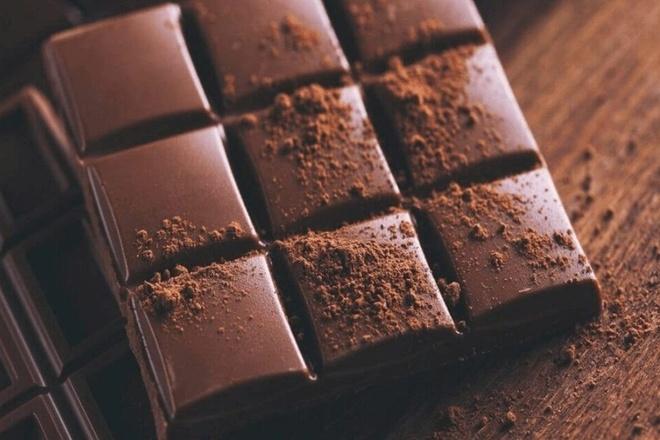 Vi sao khach san dat chocolate len goi? hinh anh