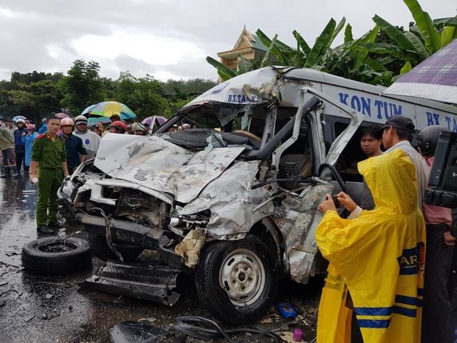2 oto dau dau tren duong Ho Chi Minh: Mot xe mat giam sat hanh trinh hinh anh 1