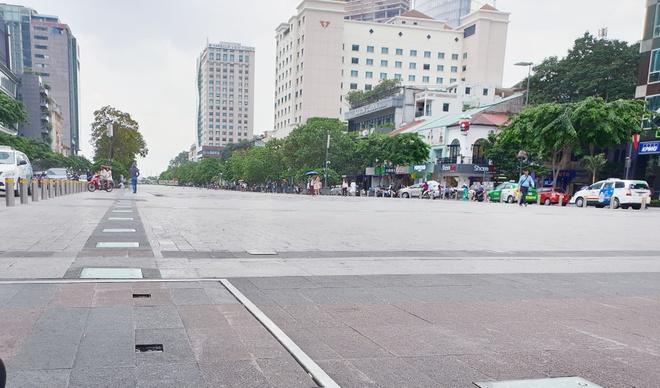 Ong Doan Ngoc Hai quyet dep hang rong o pho di bo Nguyen Hue hinh anh