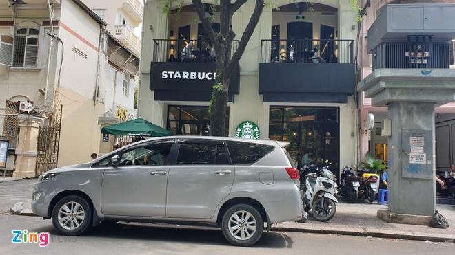 Khach phan nan mat MacBook o Starbucks nhung khong duoc xem camera hinh anh