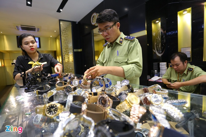 Ho Chi Minh City Police Seized Hundreds of Rolex, Montblanc Watches Suspected to be Fake