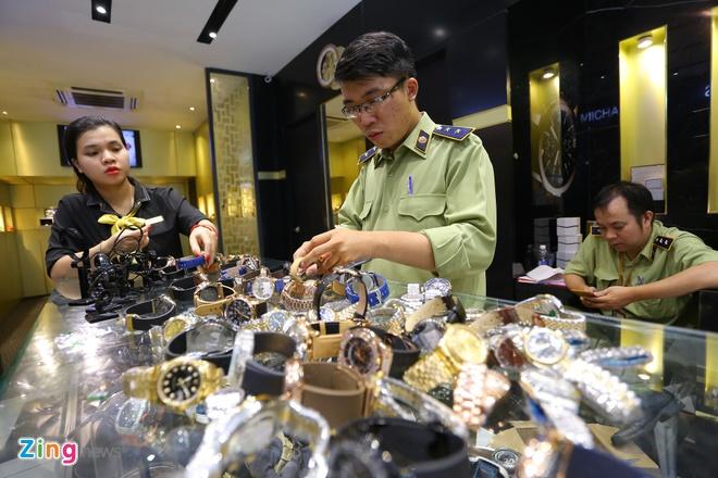 Tạm giữ hàng trăm đồng hồ Rolex, Montblanc nghi giả