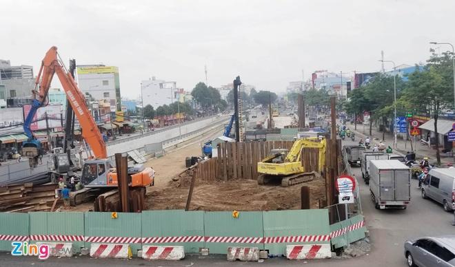 TP.HCM ngung dao duong, tang tuyen xe dip nghi le 30/4 hinh anh 1