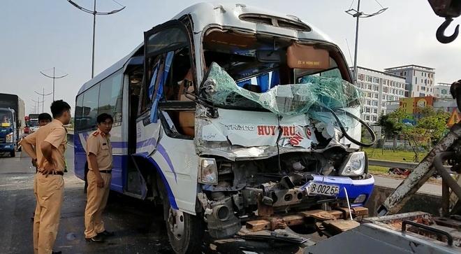 Tai nạn ở đường dẫn cao tốc TP.HCM-Trung Lương, nhiều người bị thương