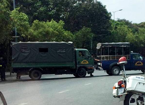 Đường ra vào sân bay Tân Sơn Nhất ùn tắc vì chiếc vali vô chủ