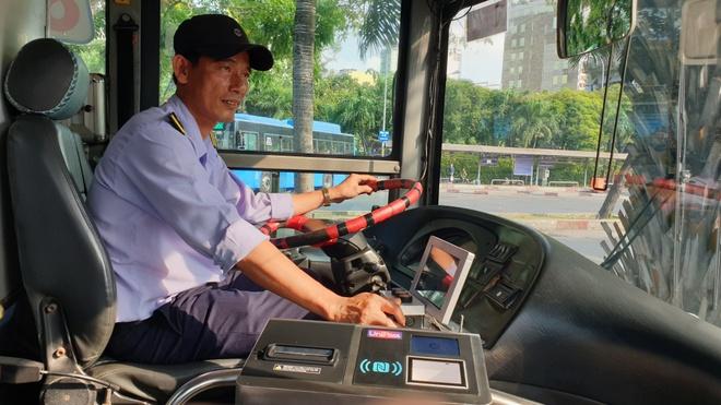 Phat hanh the thanh toan tu dong cho khach di xe buyt Sai Gon hinh anh 2