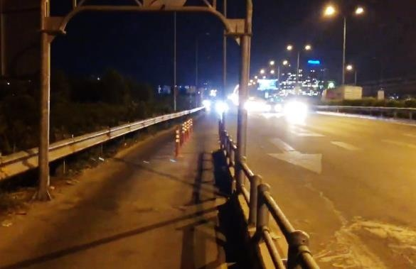 Gỡ dải phân cách bê tông sau tai nạn trên cao tốc TP.HCM
